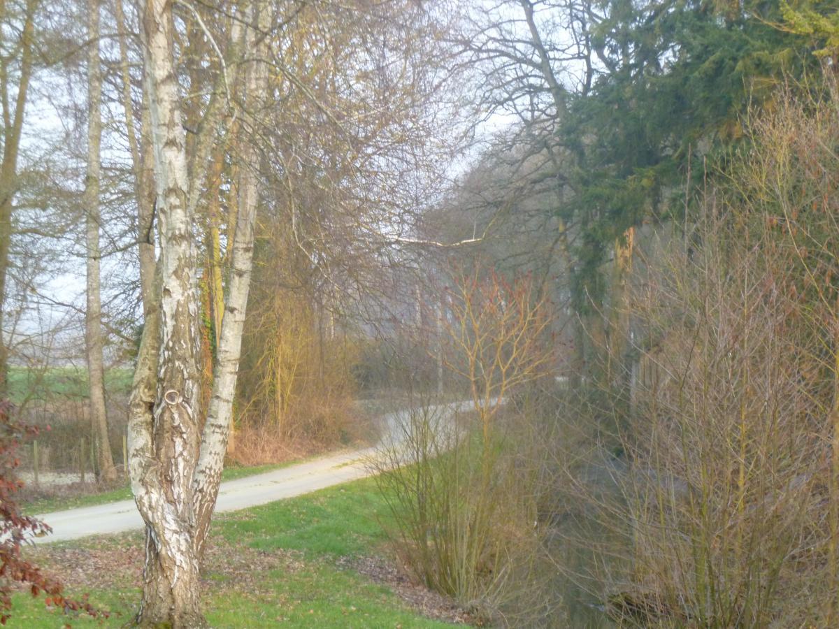 Vue de la campagne environnante et ses chemins de promenade<br>